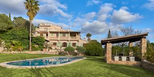 Historic finca with a beautiful country house in an idyllic location with mountain views in Montuiri (Thumbnail 1)