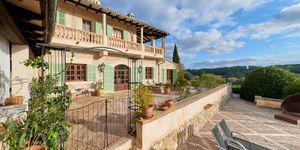 Historic finca with a beautiful country house in an idyllic location with mountain views in Montuiri (Thumbnail 2)