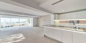 Refurbished family villa with pool and beautiful sea and panoramic views in Costa den Blanes (Thumbnail 2)