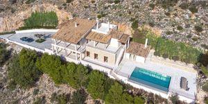 Finca in Bunyola - Modernes Anwesen mit Panoramablick bis zur Bucht von Palma (Thumbnail 3)