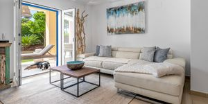Renovated townhouse with private garden in Santa Ponsa (Thumbnail 6)