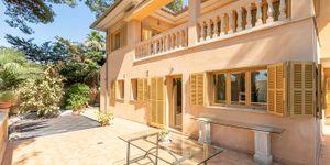 Mediterranean villa with partial sea views in a sought-after location of Santa Ponsa (Thumbnail 3)