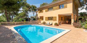 Mediterranean villa with partial sea views in a sought-after location of Santa Ponsa (Thumbnail 1)