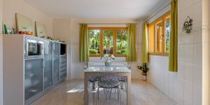 Mediterranean villa with partial sea views in a sought-after location of Santa Ponsa (Thumbnail 8)