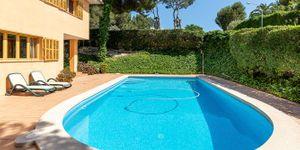 Mediterranean villa with partial sea views in a sought-after location of Santa Ponsa (Thumbnail 2)