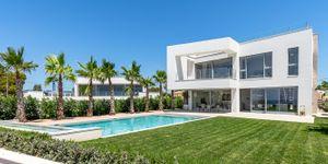 Modern frontline villa in El Toro (Thumbnail 1)
