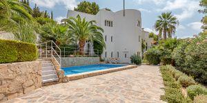 Unique villa with partial sea views in Costa de la Calma (Thumbnail 1)