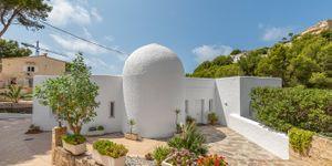 Unique villa with partial sea views in Costa de la Calma (Thumbnail 2)