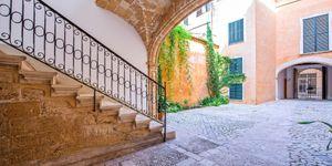 Neubau-Apartment in einem historischen Altstadtgebäude in Palma (Thumbnail 4)