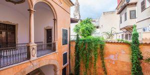 Neubau-Apartment in einem historischen Altstadtgebäude in Palma (Thumbnail 1)
