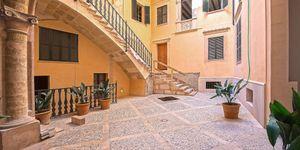 Neubau-Appartement in historischem Altstadthaus in Palma (Thumbnail 1)