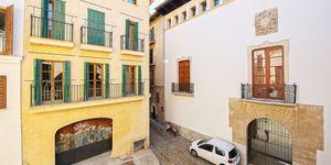 Neubau-Appartement in historischem Altstadthaus in Palma (Thumbnail 2)