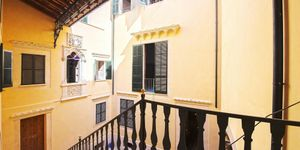 Neubau-Appartement in historischem Altstadthaus in Palma (Thumbnail 6)