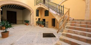 Apartment with terrace in a refurbished old town palace in the heart of Palma (Thumbnail 1)