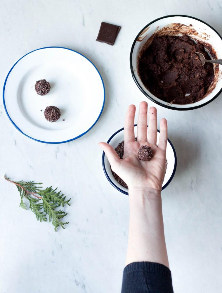 Triple Chocolate Nuss Kugeln {flowers on my plate}