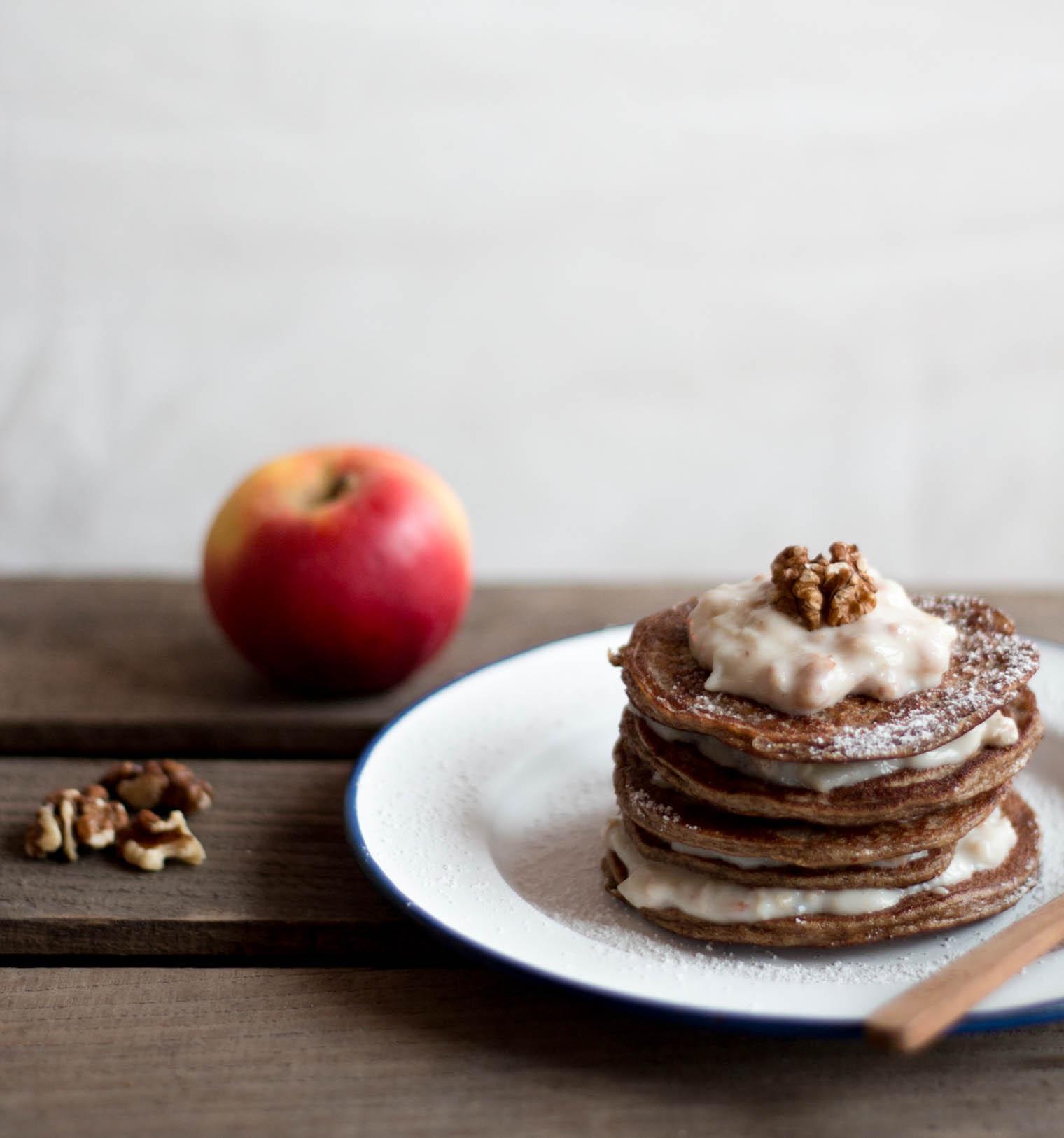 Pancake Turm mit Bircher Müsli {flowers on my plate}