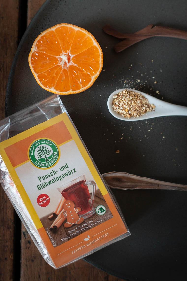 Lebkuchen Crepes mit Gewürzsahne und marinierten Clementinen