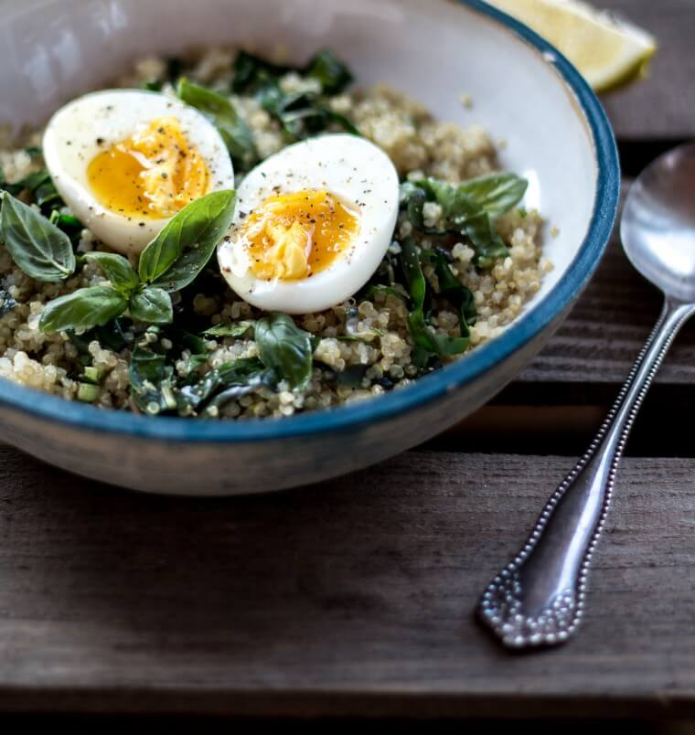 Schnelle Mangold & Quinoa Bowl {flowers on my plate}