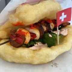 Hungarian Food Truck - Gegrillten Wurst Poulet Spiess Sandwich