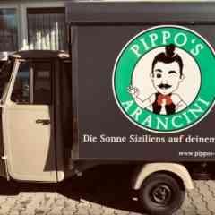 Logo - Pippo's Arancini - Wir servieren eine sizilianische Spezialität aus einer authentischen Piaggio Ape: Arancini. Frittierte Risotto Bällchen mit verschiedenen Füllungen.