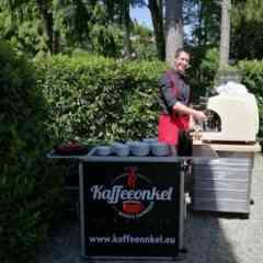 Kaffeeonkel - DIE mobile Kaffeebar - Timo - DER Kaffeeonkel an unserer kleinen Bar