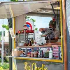 Logo - BIG CHARLIE - Seit 2020  unterwegs auf Basels Strassen, dein Besuch bei unseren Trucks soll deine Mittagspause zu etwas besonderen machen! Catering & Streetfood