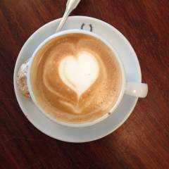 Logo - Schnitte - Wir bieten Schnitten aller Art (z.B. frisch belegte warme Paninis, Sahneschnitten), sowie hervorragende Kaffeesorten aus einer Bezzera-Siebträgermaschine.