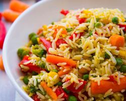 خضروات مع أرز مقلي