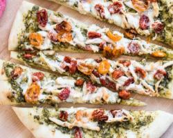 بيتزا دجاج بيستو