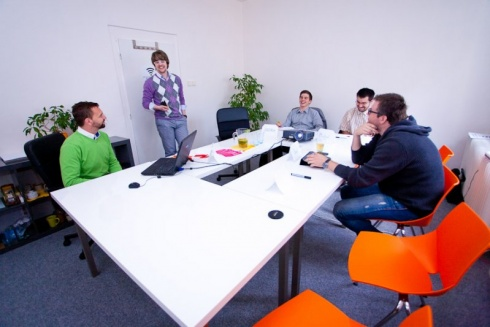 Rezervujte si zasedačku online v centru Brna. Zdroj: www.cowobrno.cz