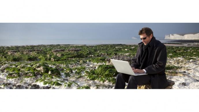 Programujte z pláže, pište z horské chaty, úkolujte z berlínské kavárny… Vážně?