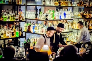 Interiér inspirovaný starou Amerikou a drinky, které jinde nenajdete. Zdroj: Facebook Bar, který neexistuje