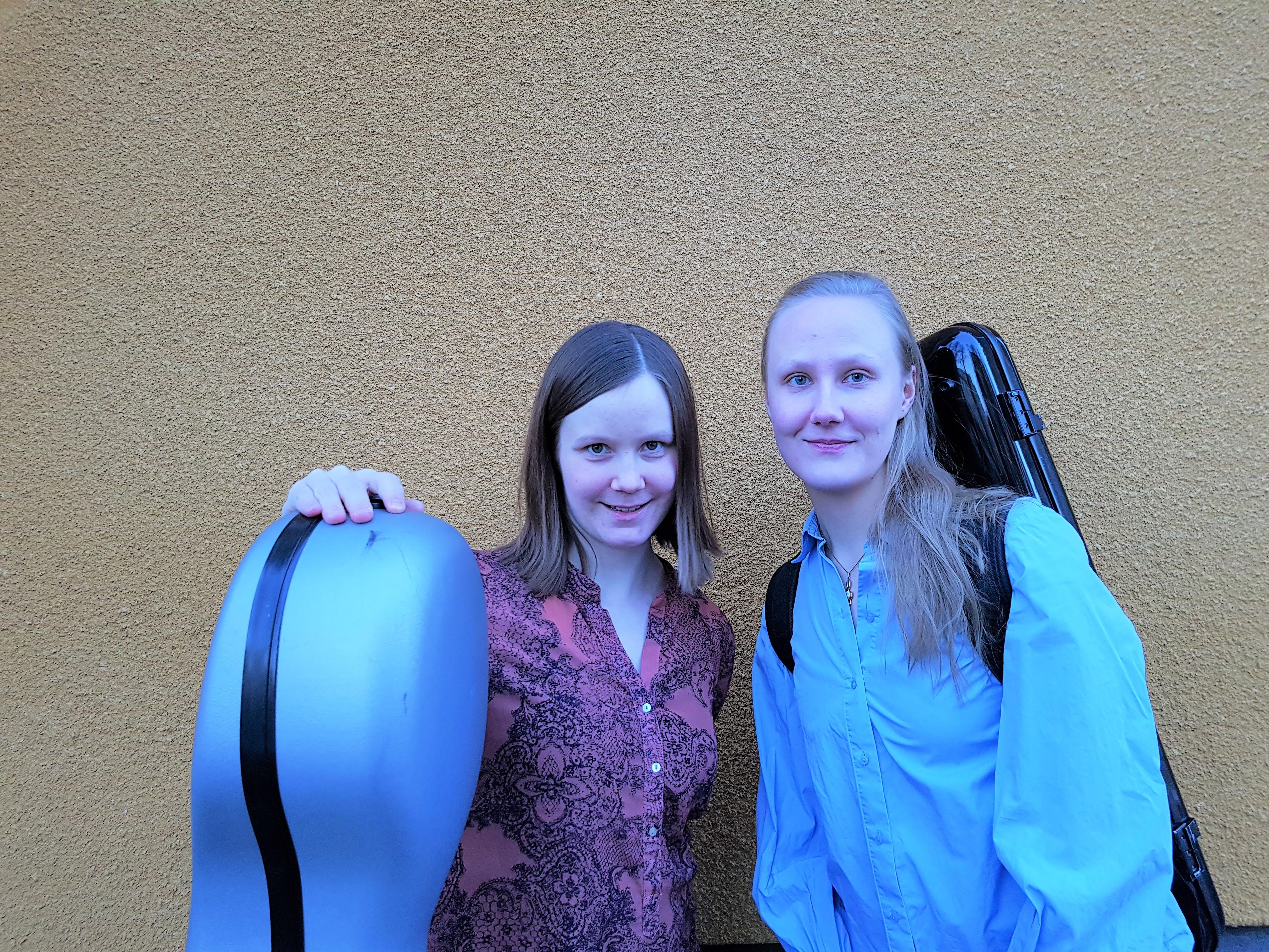 Lotta Harju, viulu ja Taina Raittila, sello