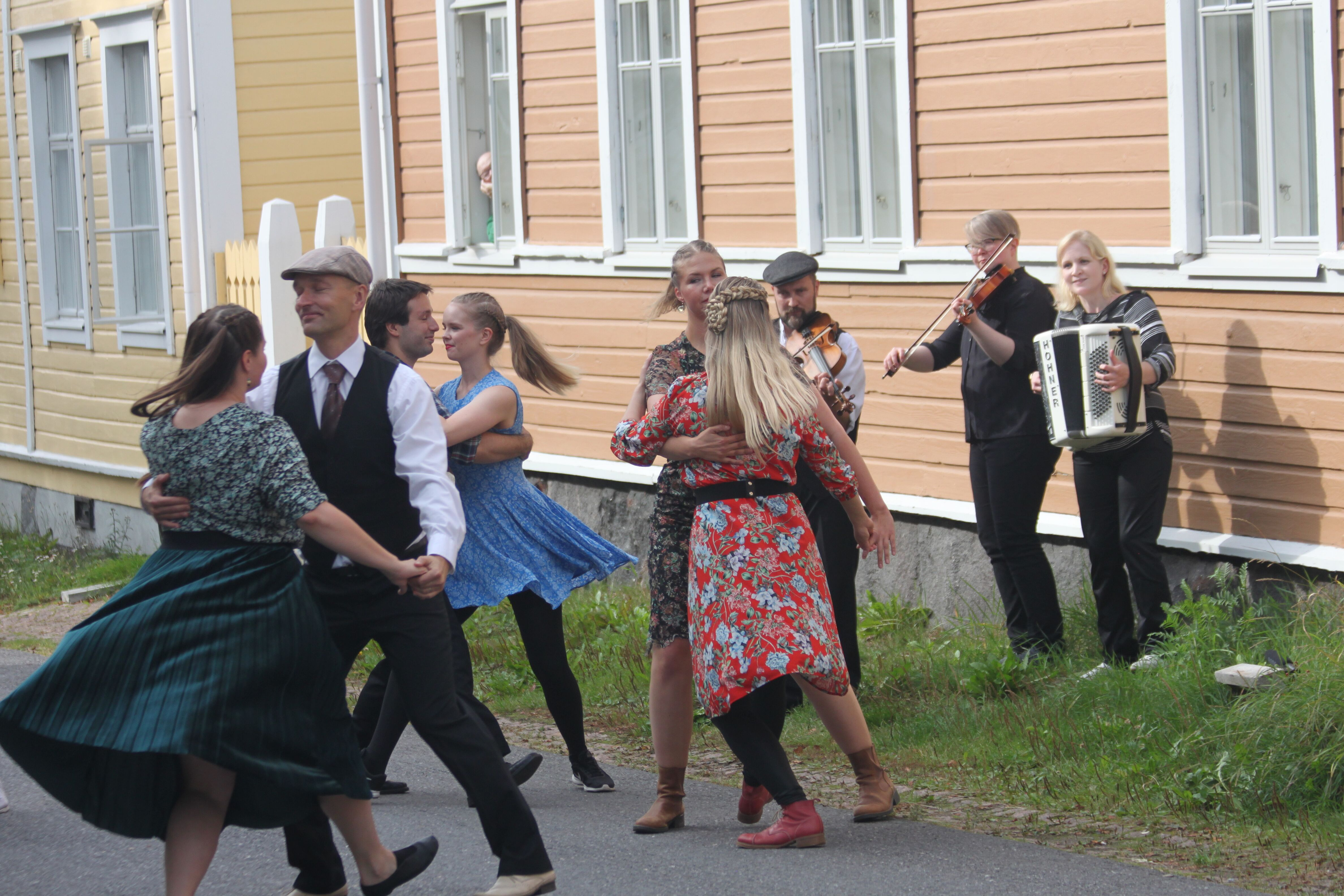 Saa tanssia! - kansanomaisten paritanssien ilta