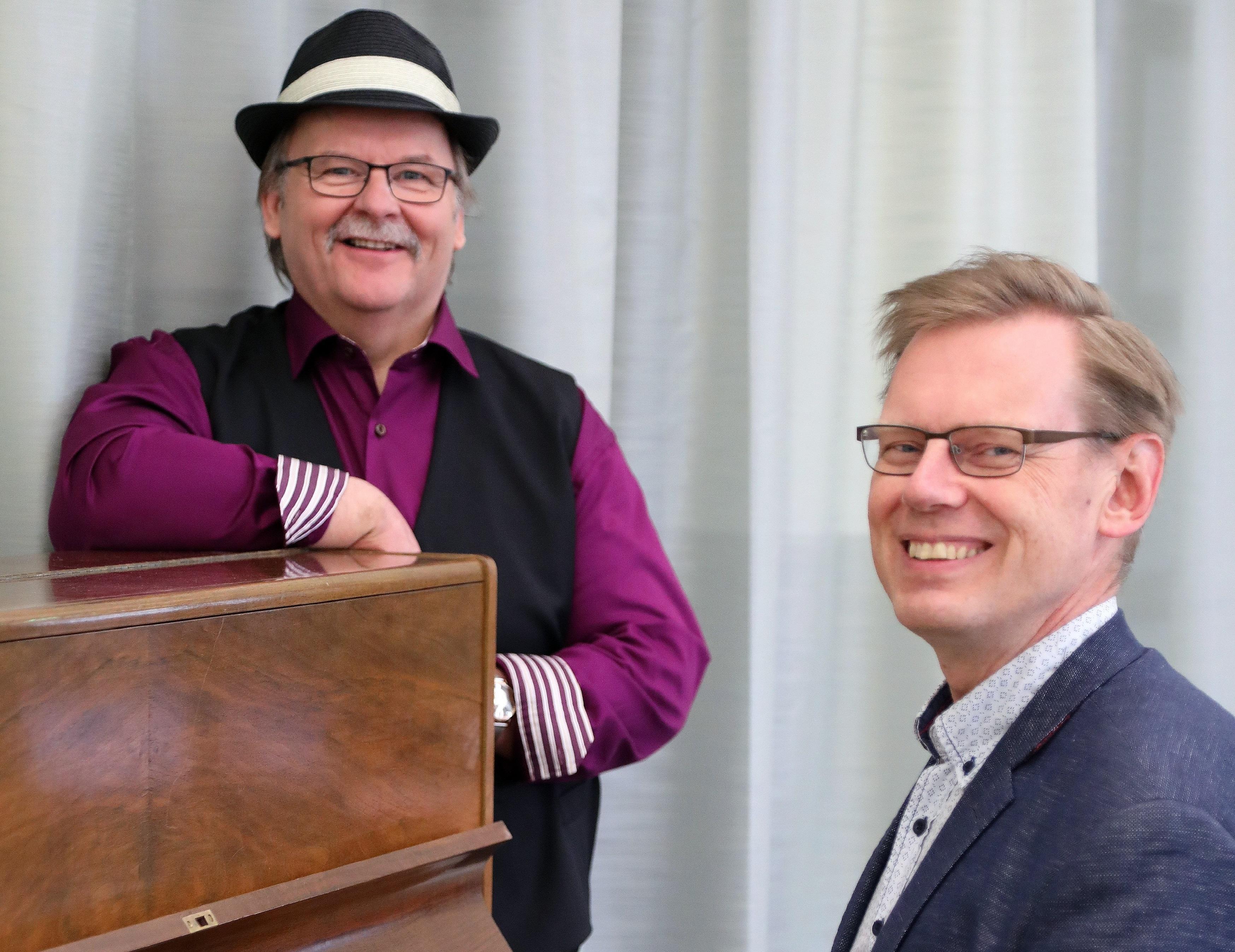Verkkotapahtuma: #25 Yhteislaulut kotona, laulattajina Martti Kuurila ja Jussi Tamminen