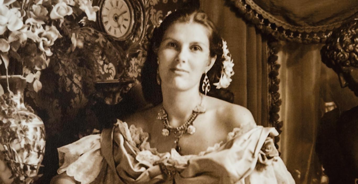 Valokuvanäyttely: Lady Ostapeckin maaginen kamera