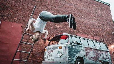 Sirkus Faktori esittää: Simon Llewellyn ja Motör Circus