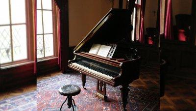 Lauluäänelle ja pianolle sävellettyjä runoja