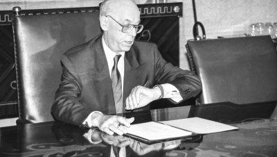 Lennart Meri 90 - näyttely: Terävä kynä - terävä katse