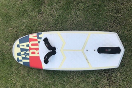 Taaroa kiteboarding foil and board