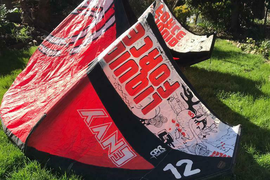 Kite surfing 12m kite with harness, bar and lines