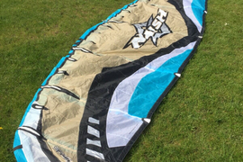 kitesurfing kite Naish Shockwave 7mtr. Excellent condition with control bar.