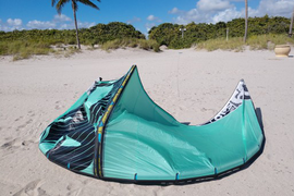 Liquid Force Solo V3 9M Demo Kite, still crispy no  ...