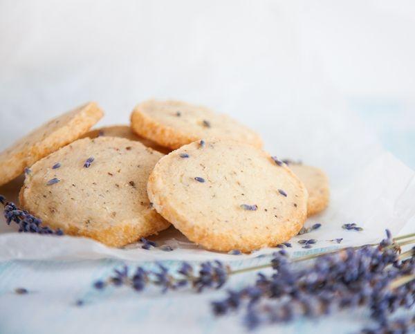 Heidesand-Kekse-mit-Lavendel