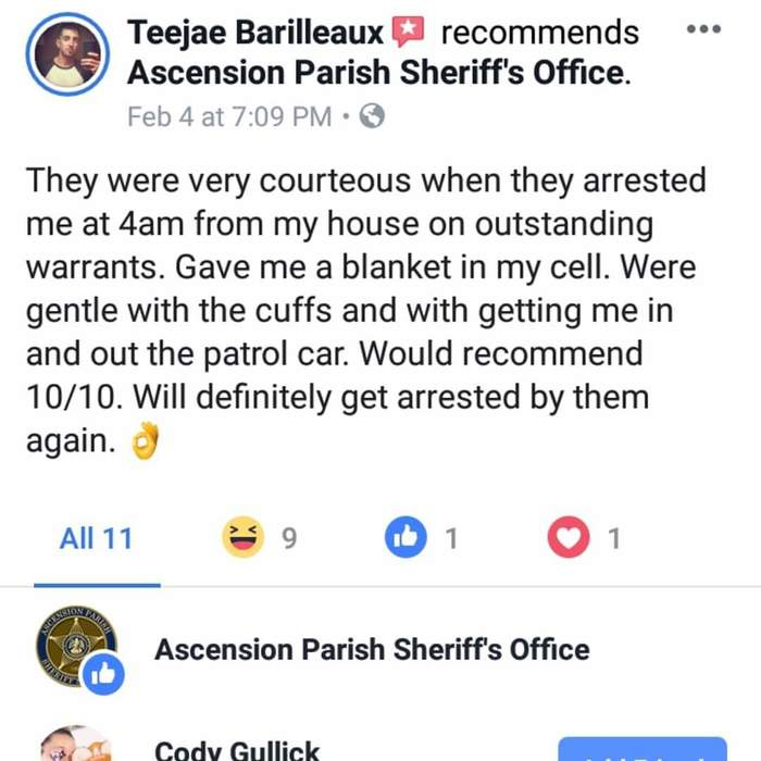 Guy reviews own arrest and officers like 😂😂