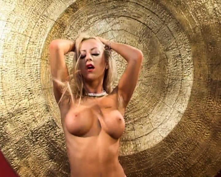 Шикарная блондинка