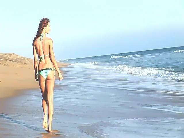 Прогулка по берегу с красавицей
