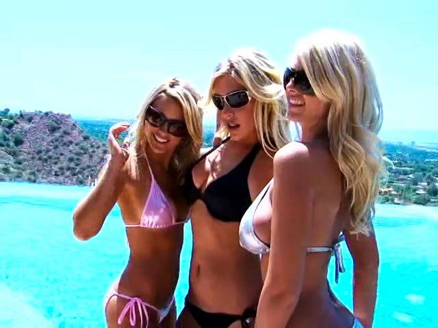 Три сексуальные блондиночки