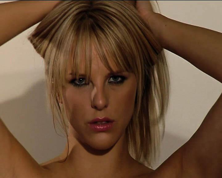 Эротичная блондинка