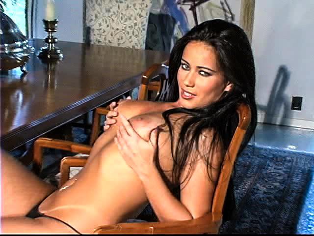 Fernanda показала грудь на камеру